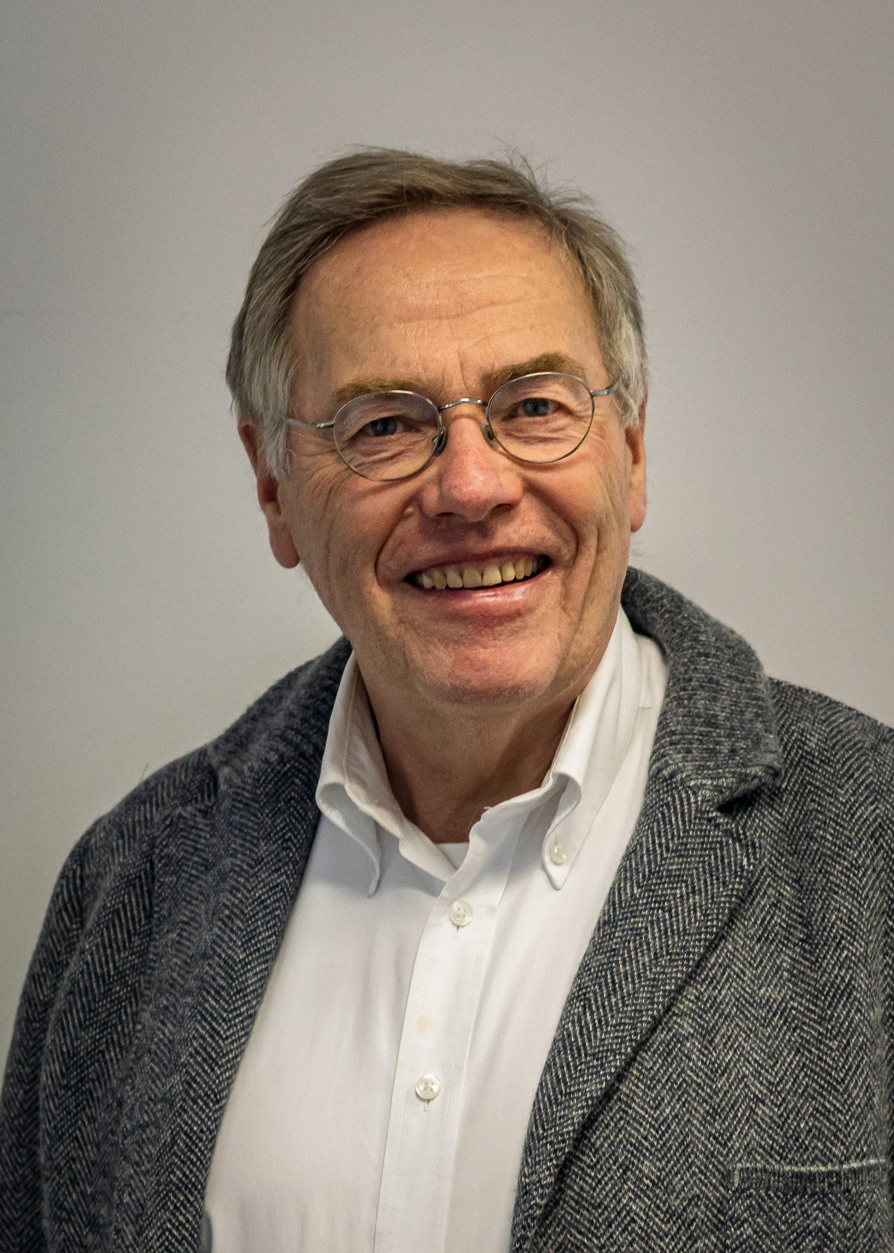 Prof. Dr. Reinhold Schlothauer